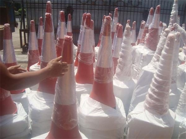 A Client From Cuba Purchased the High Quality PE Traffic Cones